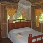 villa parrot queensize bed